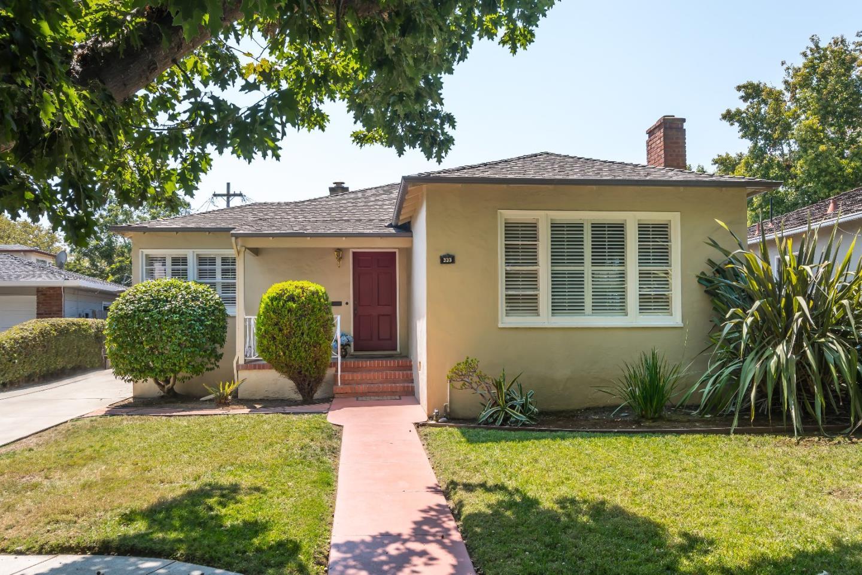 Maison unifamiliale pour l Vente à 333 Clarendon Road 333 Clarendon Road Burlingame, Californie 94010 États-Unis