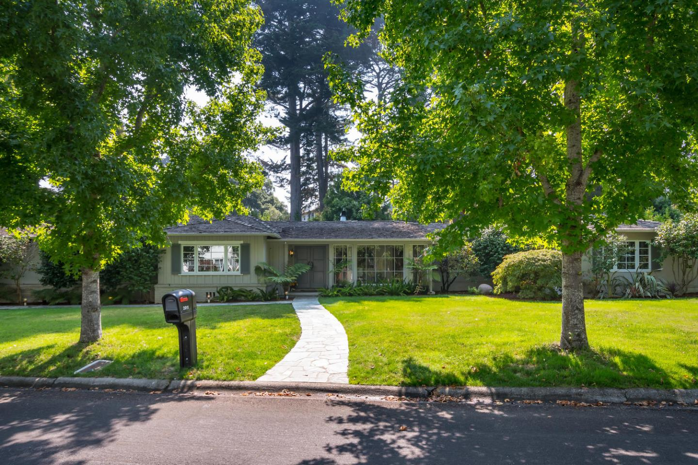 واحد منزل الأسرة للـ Rent في 2011 Geri Lane 2011 Geri Lane Hillsborough, California 94010 United States