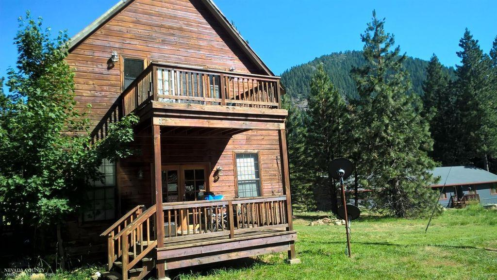 Частный односемейный дом для того Продажа на 521 Brady Drive 521 Brady Drive Sierra City, Калифорния 96125 Соединенные Штаты