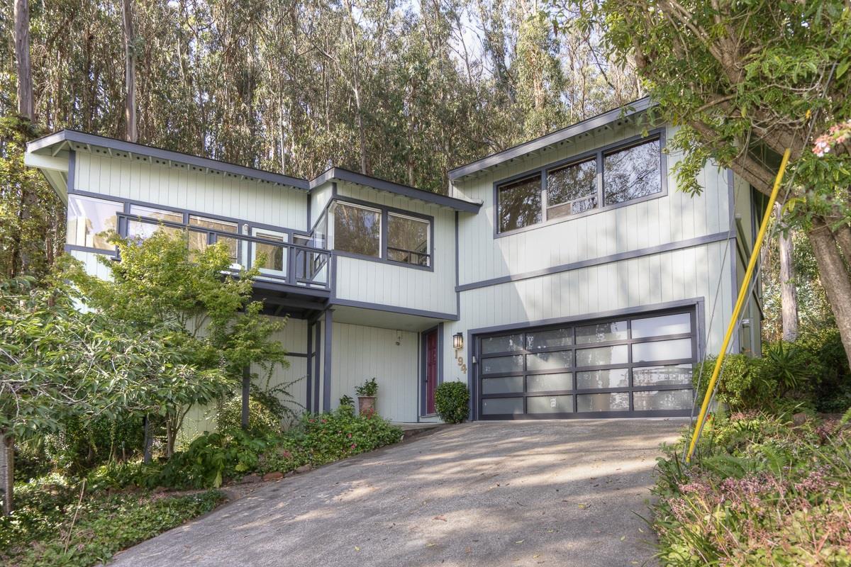 Частный односемейный дом для того Продажа на 194 Del Monte Road El Granada, Калифорния 94019 Соединенные Штаты