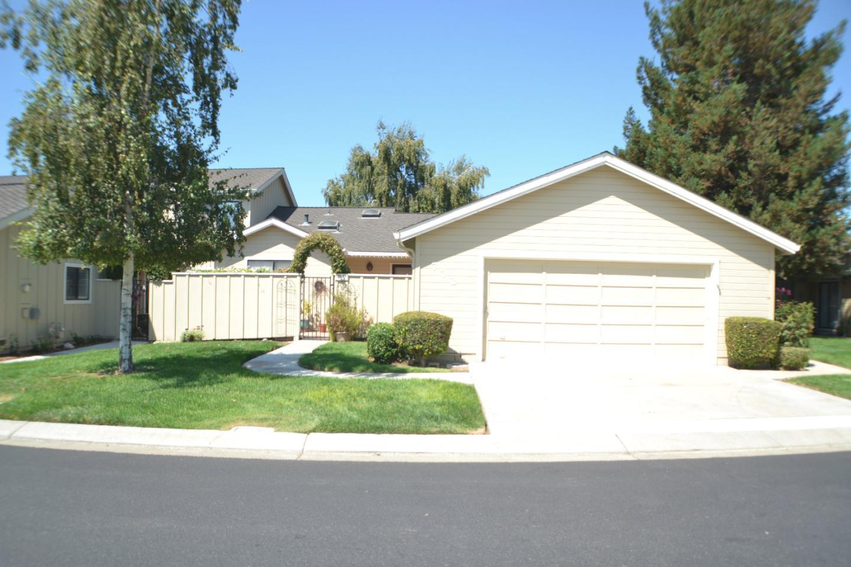 Таунхаус для того Продажа на 772 Helen Drive 772 Helen Drive Hollister, Калифорния 95023 Соединенные Штаты