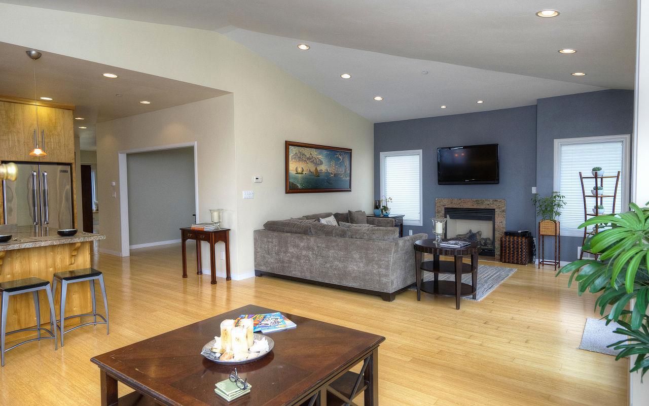 Частный односемейный дом для того Продажа на 738 El Granada Boulevard 738 El Granada Boulevard El Granada, Калифорния 94018 Соединенные Штаты