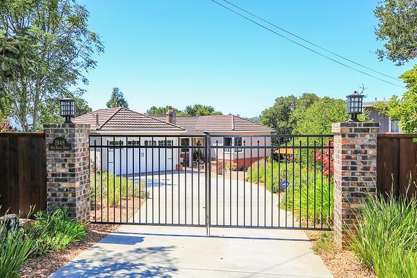 واحد منزل الأسرة للـ Sale في 1948 Oak Knoll Drive Belmont, California 94002 United States