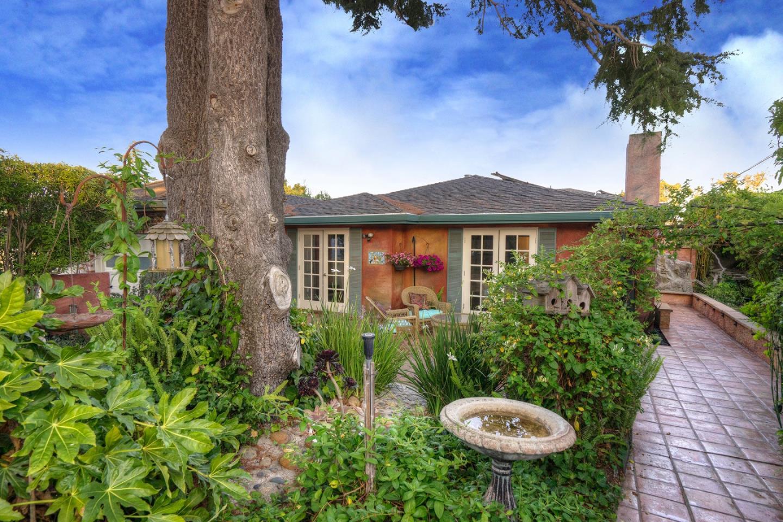 Частный односемейный дом для того Продажа на 545 Georgetown Avenue San Mateo, Калифорния 94402 Соединенные Штаты