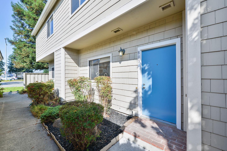 Maison accolée pour l Vente à 803 Volans Lane Foster City, Californie 94404 États-Unis