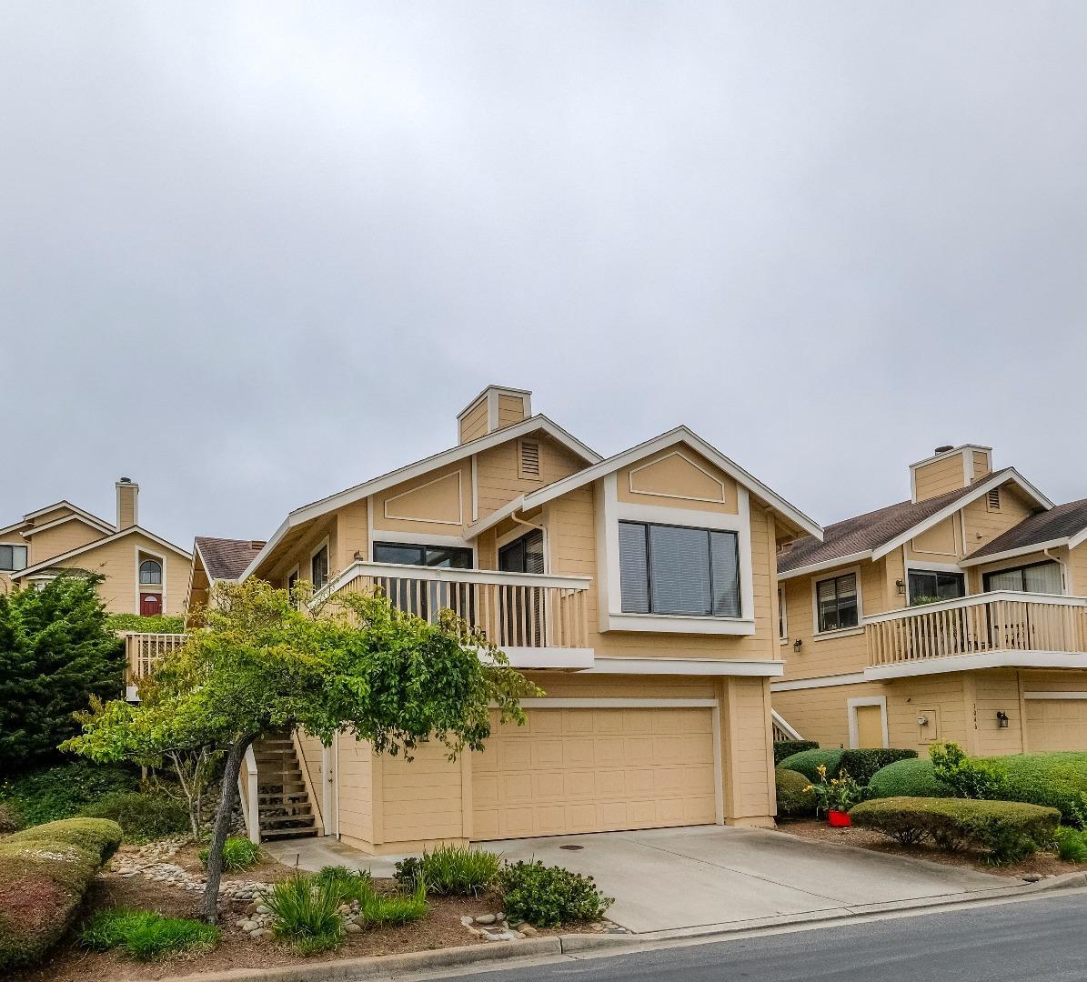 Eigentumswohnung für Verkauf beim 1048 Highlander Drive Seaside, Kalifornien 93955 Vereinigte Staaten