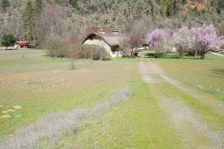 Maison unifamiliale pour l Vente à 21 River Ranch Frontage 21 River Ranch Frontage Douglas City, Californie 96024 États-Unis