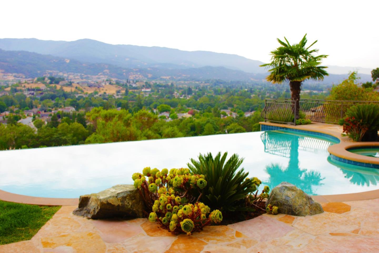 واحد منزل الأسرة للـ Sale في 20445 Via Santa Teresa 20445 Via Santa Teresa San Jose, California 95120 United States