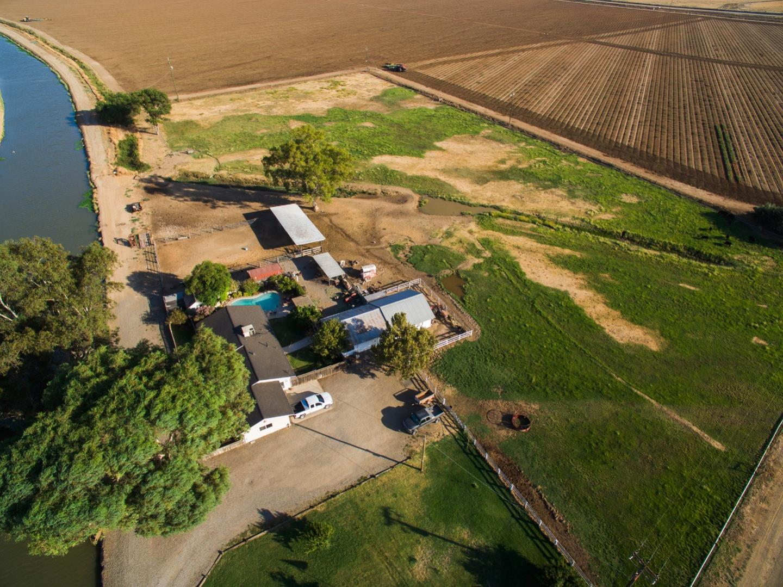 Частный односемейный дом для того Продажа на 14726 Moraga Road 14726 Moraga Road Los Banos, Калифорния 93635 Соединенные Штаты
