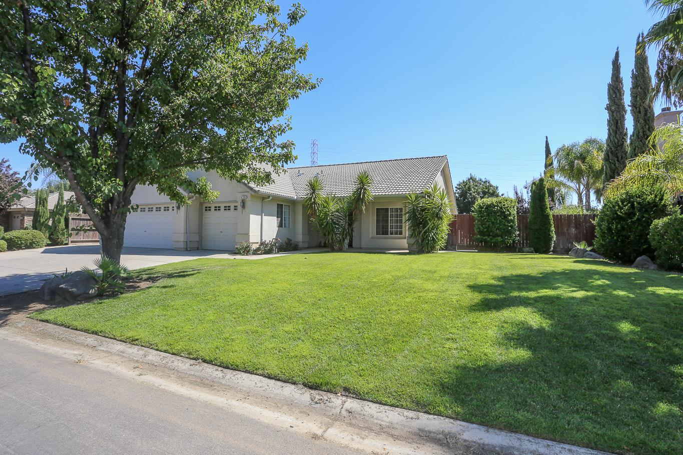 Single Family Home for Sale at 4190 Brentwood Street 4190 Brentwood Street Chowchilla, California 93610 United States