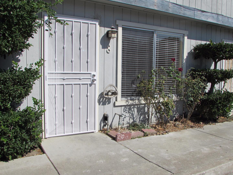 Таунхаус для того Продажа на 805 South Street Hollister, Калифорния 95023 Соединенные Штаты