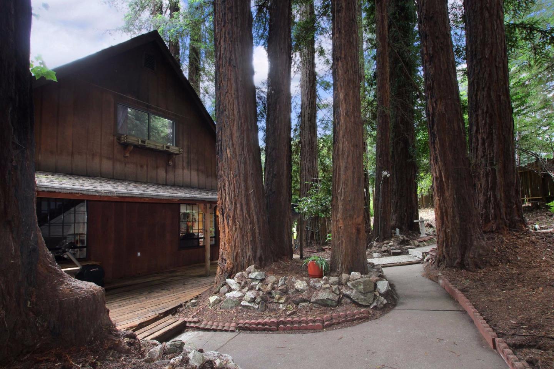واحد منزل الأسرة للـ Sale في 819 Hillcrest Drive 819 Hillcrest Drive Felton, California 95018 United States