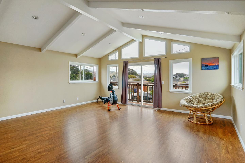 Einfamilienhaus für Verkauf beim 341 Grove Street 341 Grove Street Half Moon Bay, Kalifornien 94019 Vereinigte Staaten
