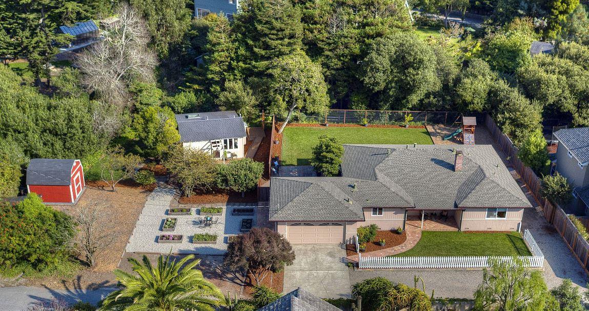 Maison unifamiliale pour l Vente à 461 5th Avenue 461 5th Avenue Half Moon Bay, Californie 94019 États-Unis