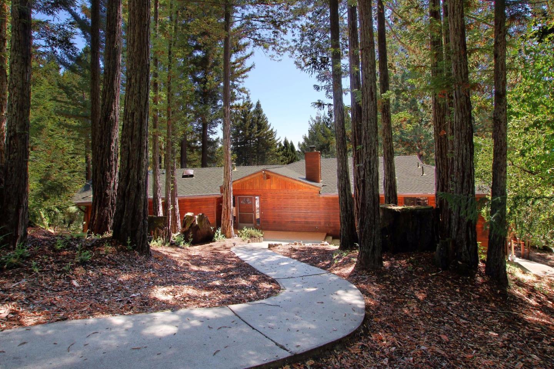واحد منزل الأسرة للـ Sale في 320 Everest Drive Boulder Creek, California 95006 United States