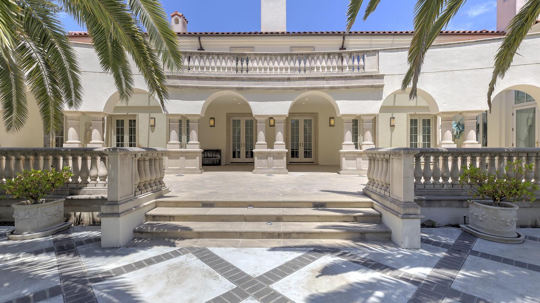 獨棟家庭住宅 為 出售 在 1868 Floribunda Avenue Hillsborough, 加利福尼亞州 94010 美國