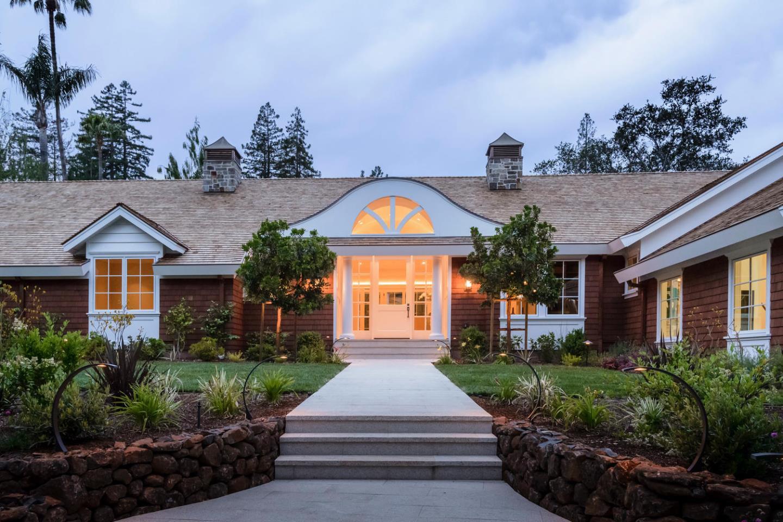 獨棟家庭住宅 為 出售 在 1900 Willow Road Hillsborough, 加利福尼亞州 94010 美國