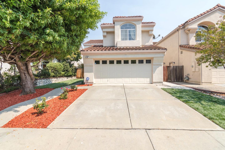 Частный односемейный дом для того Продажа на 197 Meadowland Drive 197 Meadowland Drive Milpitas, Калифорния 95035 Соединенные Штаты