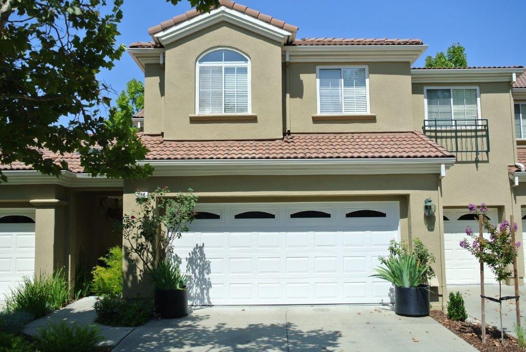 Таунхаус для того Продажа на 1114 Mallard Ridge Circle San Jose, Калифорния 95120 Соединенные Штаты