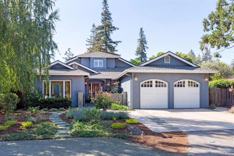 Частный односемейный дом для того Продажа на 144 Pepper Drive Los Altos, Калифорния 94022 Соединенные Штаты