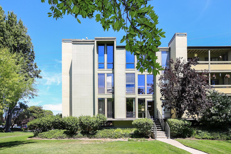Eigentumswohnung für Verkauf beim 1081 Beach Park Boulevard Foster City, Kalifornien 94404 Vereinigte Staaten