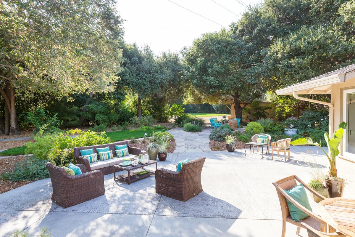 Частный односемейный дом для того Продажа на 1730 Penny Way Los Altos, Калифорния 94024 Соединенные Штаты