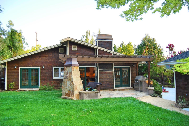 Частный односемейный дом для того Продажа на 2139 Greenwood Avenue 2139 Greenwood Avenue San Carlos, Калифорния 94070 Соединенные Штаты