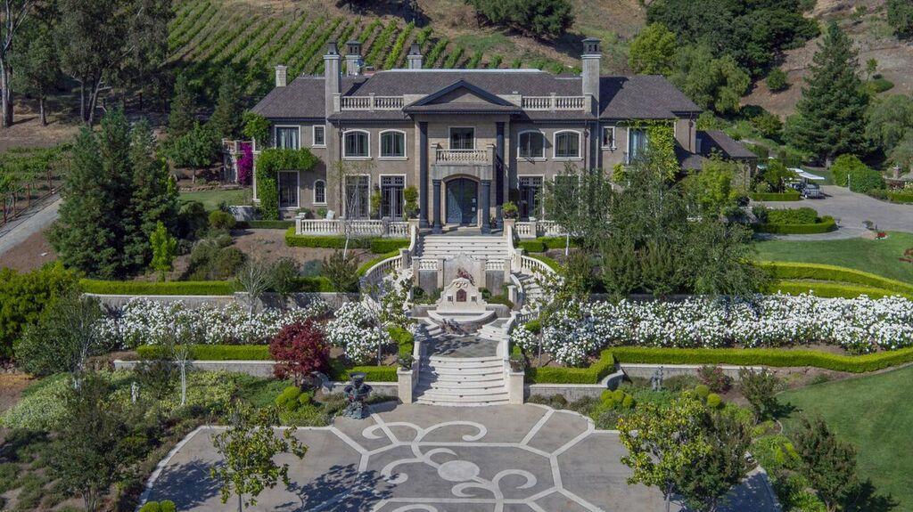 Maison unifamiliale pour l Vente à 2215 Liberata Drive Morgan Hill, Californie 95037 États-Unis