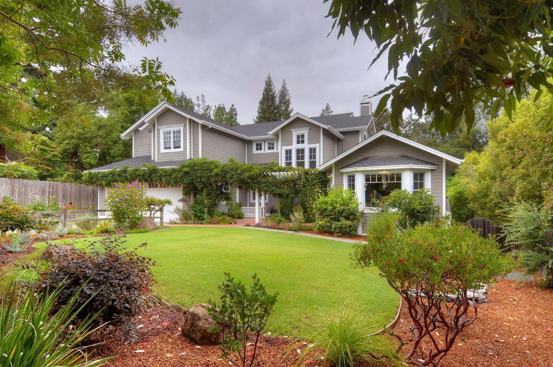 獨棟家庭住宅 為 出售 在 2604 Graceland Avenue 2604 Graceland Avenue San Carlos, 加利福尼亞州 94070 美國