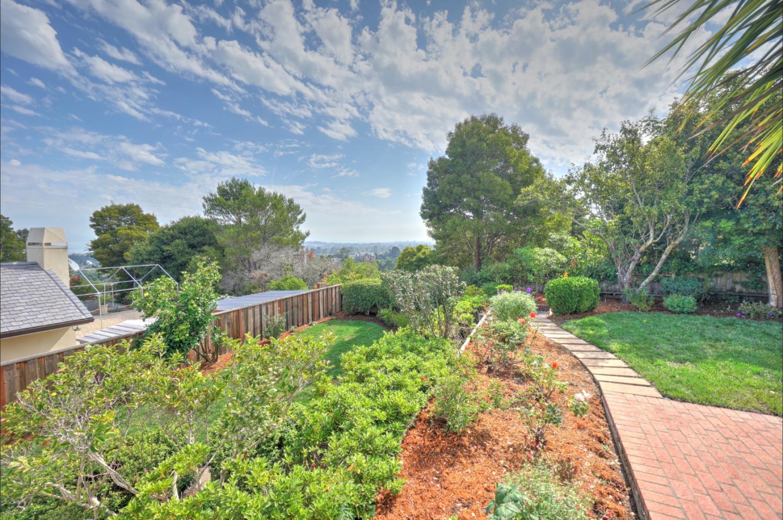Maison unifamiliale pour l Vente à 2721 Martinez Drive 2721 Martinez Drive Burlingame, Californie 94010 États-Unis