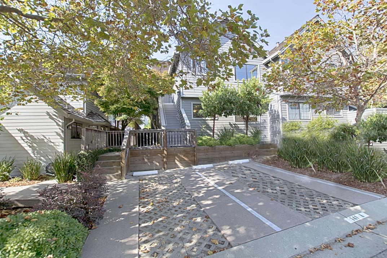 Condominio por un Venta en 141 Southampton Lane Santa Cruz, California 95062 Estados Unidos
