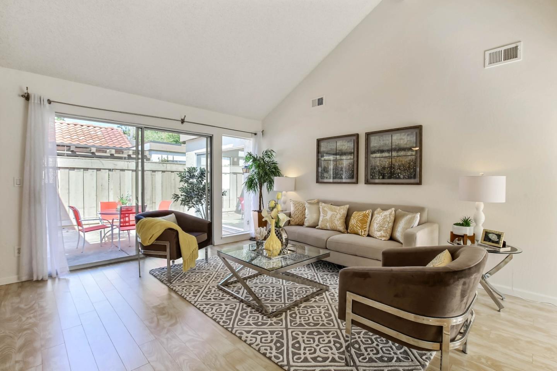 Stadthaus für Verkauf beim 1092 Strayer Drive 1092 Strayer Drive San Jose, Kalifornien 95129 Vereinigte Staaten