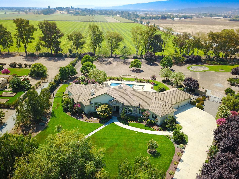 Casa Unifamiliar por un Venta en 10745 Green Valley Drive Gilroy, California 95020 Estados Unidos