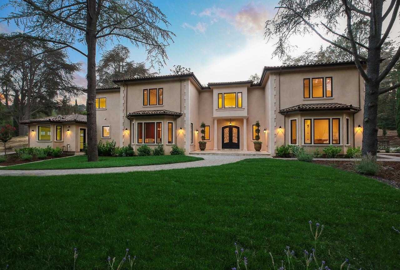 Einfamilienhaus für Verkauf beim 12501 Zappettini Court 12501 Zappettini Court Los Altos Hills, Kalifornien 94022 Vereinigte Staaten