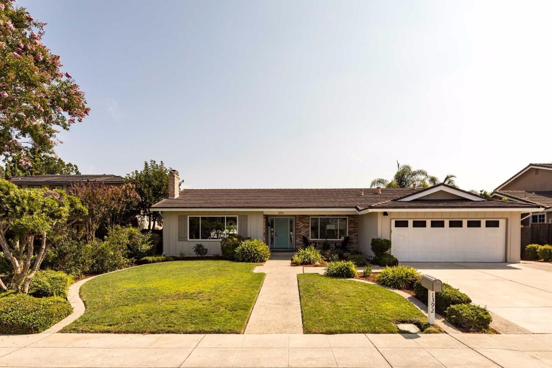 Частный односемейный дом для того Продажа на 1392 Bedford Avenue Sunnyvale, Калифорния 94087 Соединенные Штаты