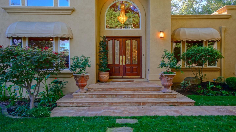 Частный односемейный дом для того Продажа на 5721 Arboretum Drive Los Altos, Калифорния 94024 Соединенные Штаты