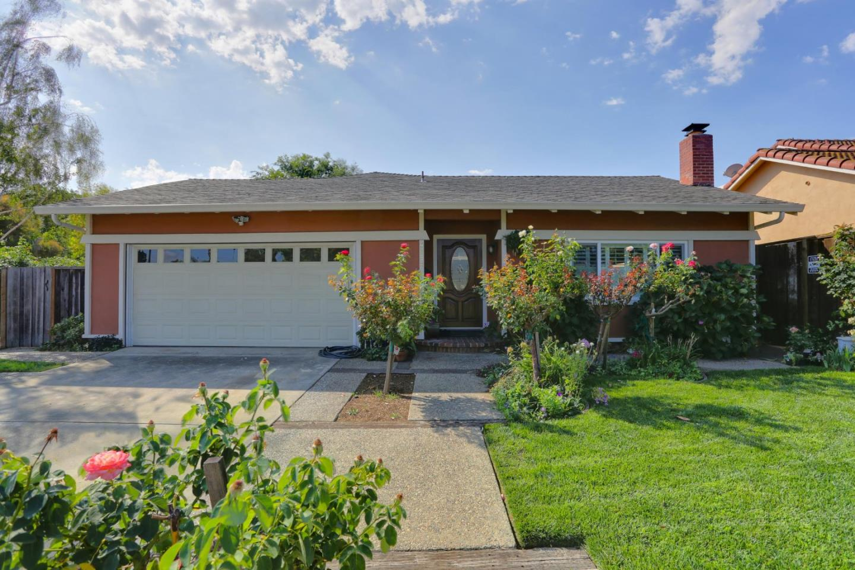 واحد منزل الأسرة للـ Sale في 4058 Valerie Drive Campbell, California 95008 United States