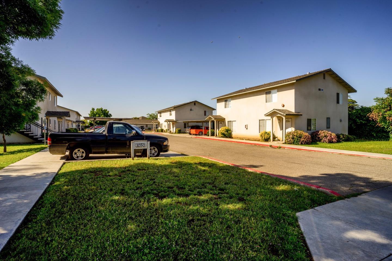 Mehrfamilienhaus für Verkauf beim 1050 E Kamm Avenue 1050 E Kamm Avenue Dinuba, Kalifornien 93618 Vereinigte Staaten