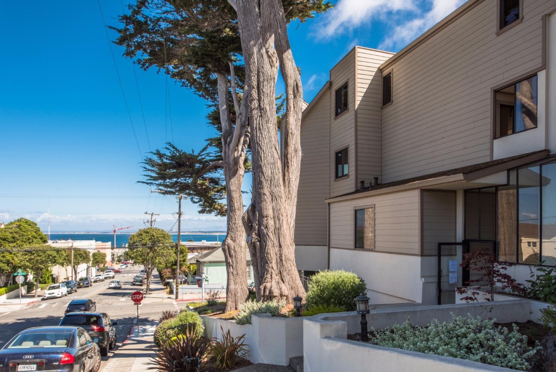 شقة بعمارة للـ Sale في 585 Hawthorne Street 585 Hawthorne Street Monterey, California 93940 United States