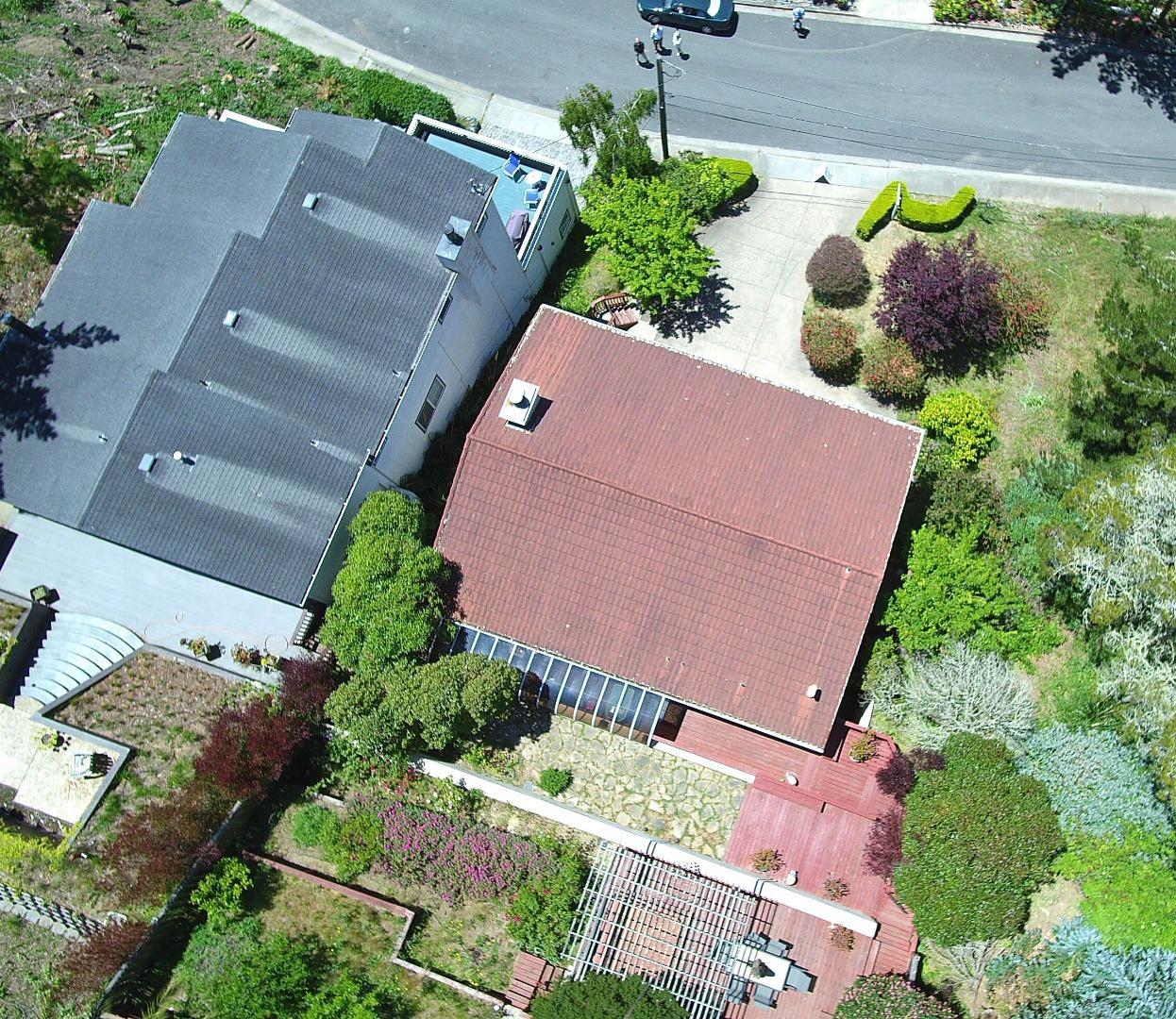 Частный односемейный дом для того Продажа на 654 Isabella Road El Granada, Калифорния 94018 Соединенные Штаты