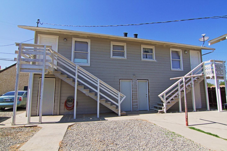 Многосемейный дом для того Продажа на 143 Ivy Street 143 Ivy Street Coalinga, Калифорния 93210 Соединенные Штаты