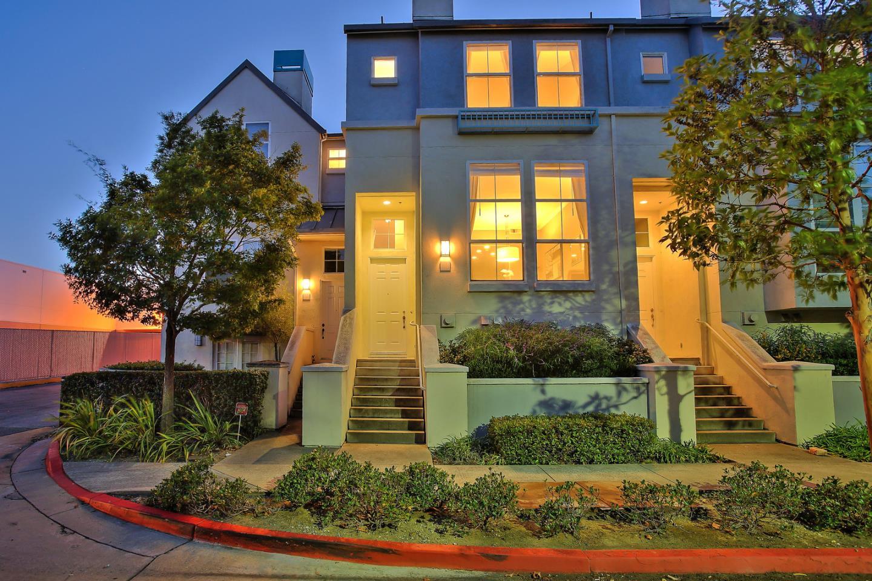 Maison accolée pour l Vente à 208 Village Lane Foster City, Californie 94404 États-Unis