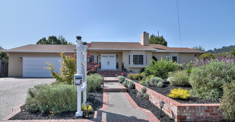 Частный односемейный дом для того Продажа на 403 De Anza Avenue San Carlos, Калифорния 94070 Соединенные Штаты