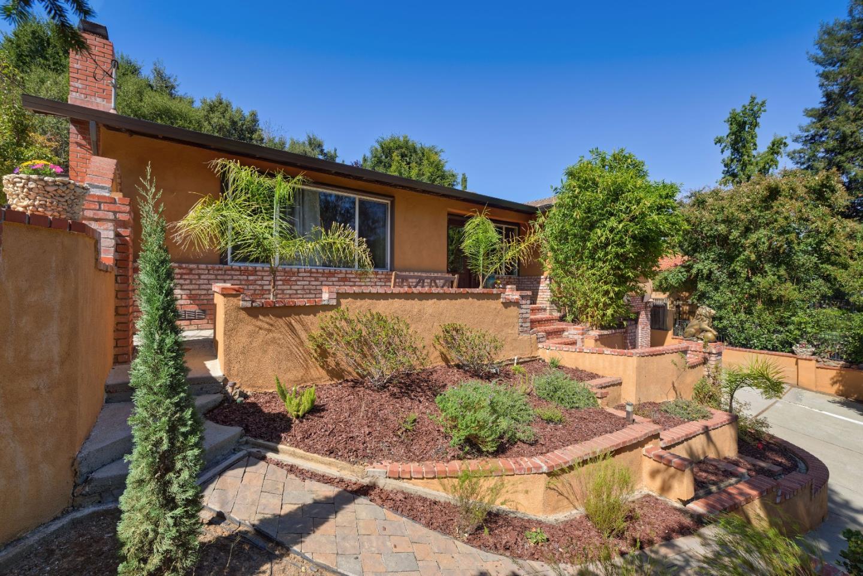 واحد منزل الأسرة للـ Sale في 15011 Winchester Boulevard 15011 Winchester Boulevard Monte Sereno, California 95030 United States