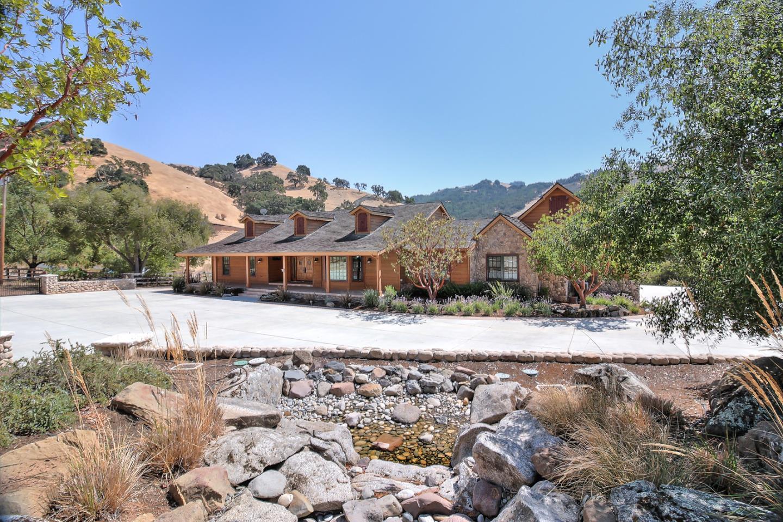 Частный односемейный дом для того Продажа на 4541 Comstock Road 4541 Comstock Road Hollister, Калифорния 95023 Соединенные Штаты