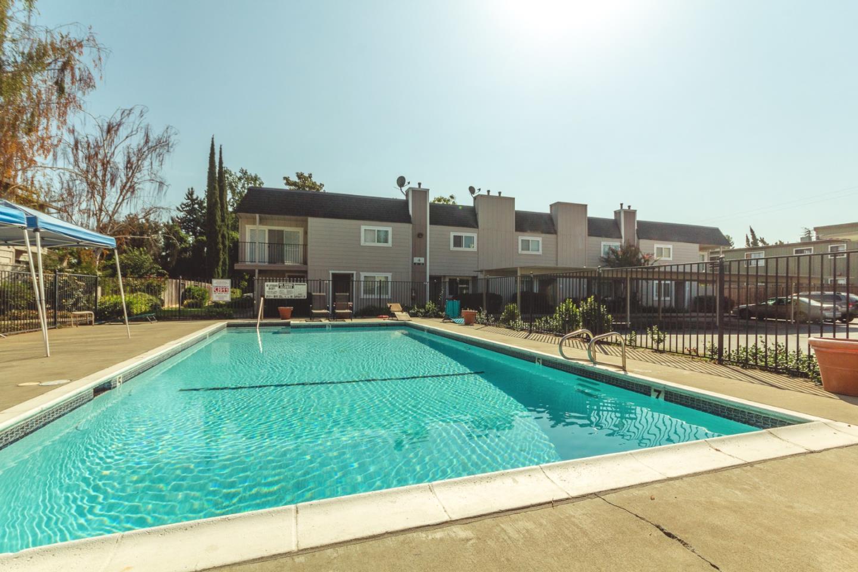 Maison accolée pour l Vente à 7032 Fair Oaks Boulevard 7032 Fair Oaks Boulevard Carmichael, Californie 95608 États-Unis