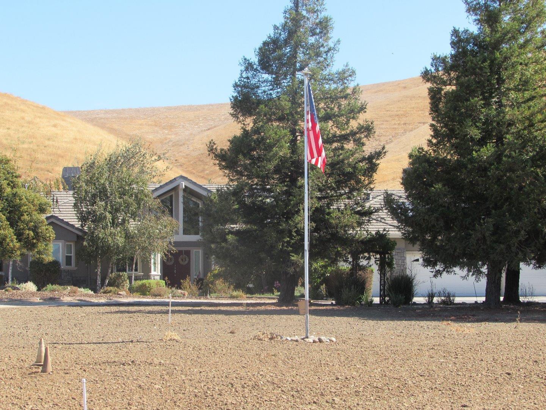 獨棟家庭住宅 為 出售 在 5689 Diablo Hills Road 5689 Diablo Hills Road Tres Pinos, 加利福尼亞州 95075 美國