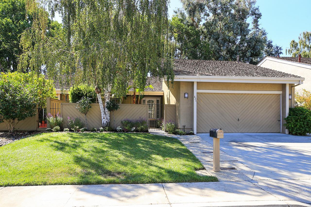Частный односемейный дом для того Продажа на 836 Runningwood Circle 836 Runningwood Circle Mountain View, Калифорния 94040 Соединенные Штаты