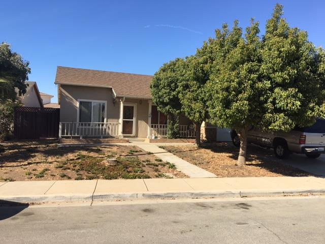 Частный односемейный дом для того Продажа на 851 Devon Way 851 Devon Way Gonzales, Калифорния 93926 Соединенные Штаты