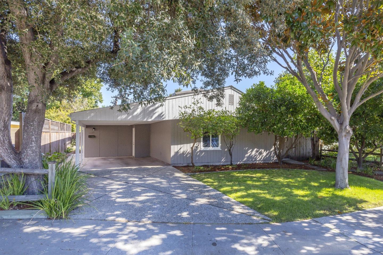 Частный односемейный дом для того Продажа на 2320 Jewell Place 2320 Jewell Place Mountain View, Калифорния 94043 Соединенные Штаты